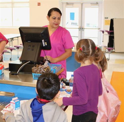 CNS cashier helps students